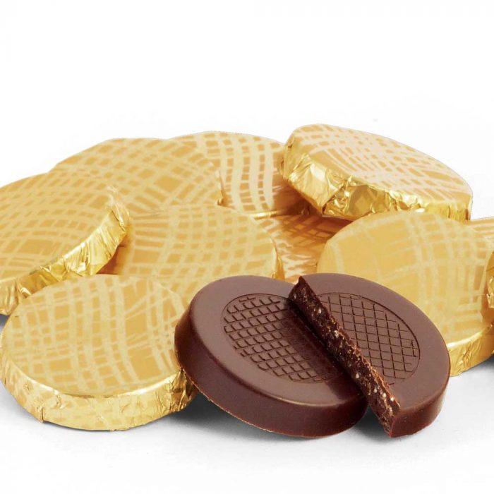 cutie-de-banuti-de-ciocolata-neagra-crocanta-cu-menta-detaliu